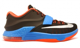 NIKE KD VII , AIR FORCE 1入荷☆