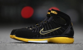 "【海外カラー】NIKE AIR ZOOM HUARACHE 2K4 ""Black/Varsity Maize""入荷☆"