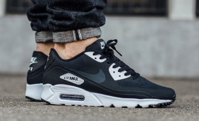 【海外カラー】NIKE AIR MAX 90 ULTRA ESSENTIAL入荷☆