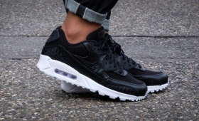 "【海外カラー】NIKE AIR MAX 90 PREMIUM ""Black/White""入荷☆"